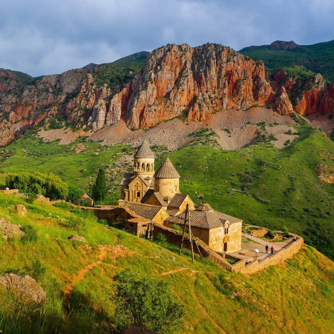 Noravank War Eindeutig Einer Der Magischsten Orte Unseres Armenien Und Georgien Roadtrips English Noravank Monastery One Armenien Georgien Reisen