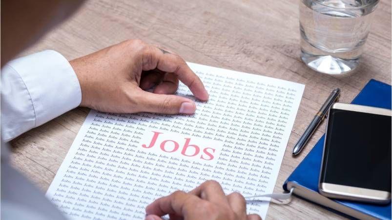 Cracks in Canada's job market starting to show, finance