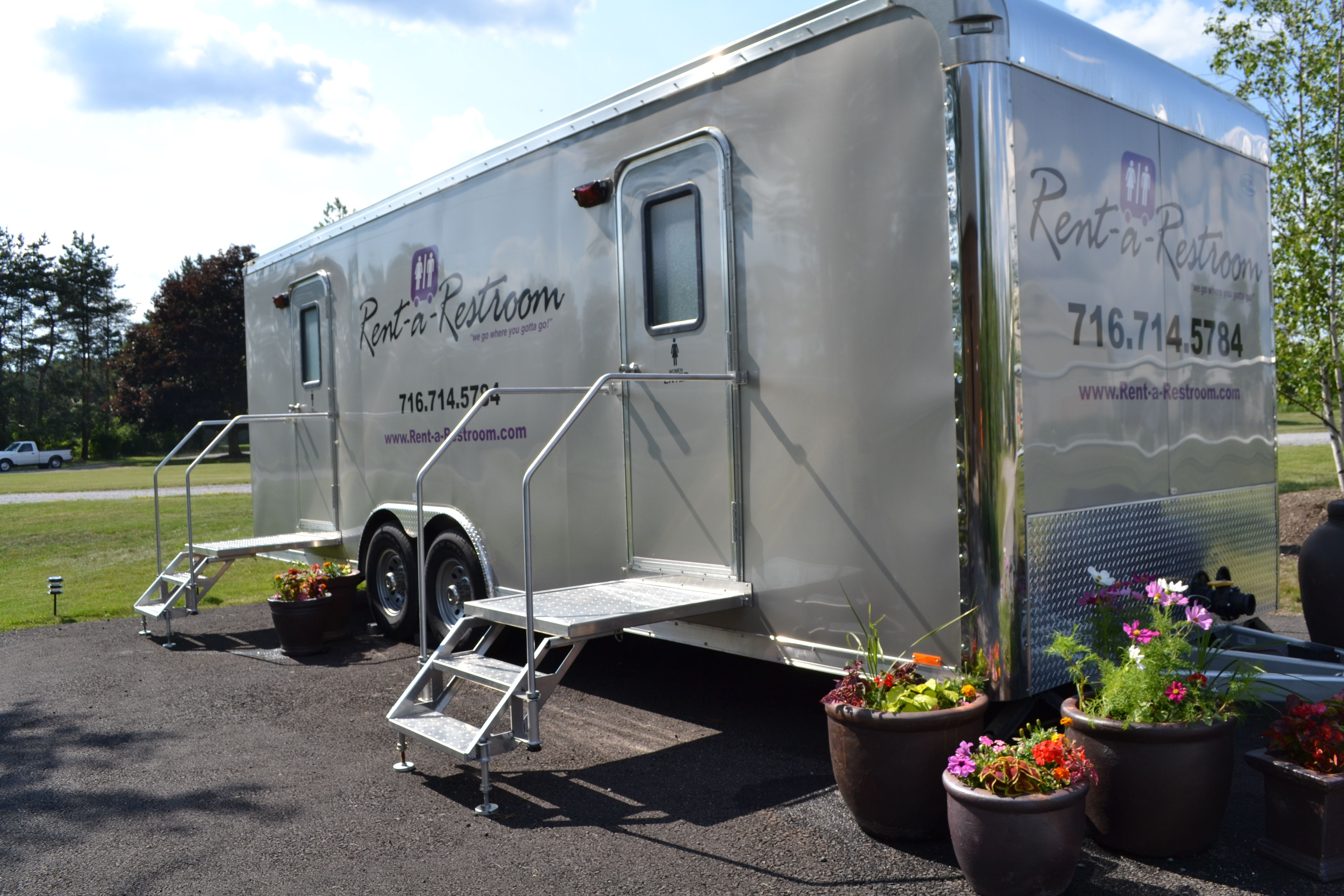 series portable rentals trailers bathroom view bobby ada handicapped toilet restrooms accessible toilets trailer s pod g units