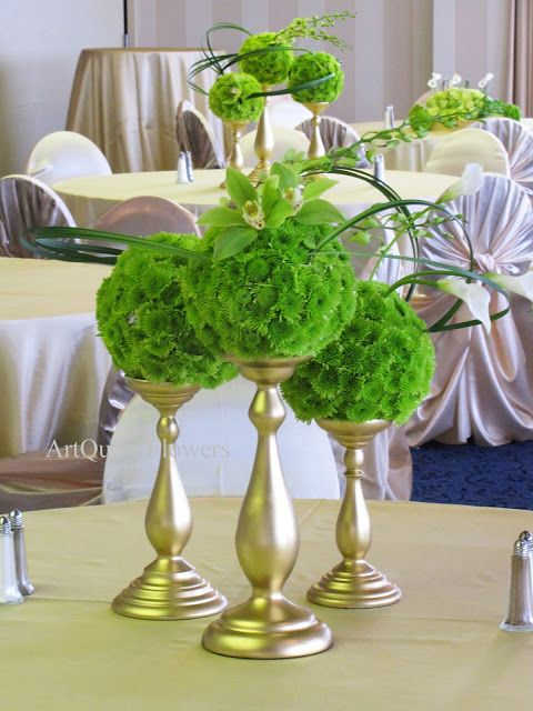 Component centerpiece with vibrant green pomedors