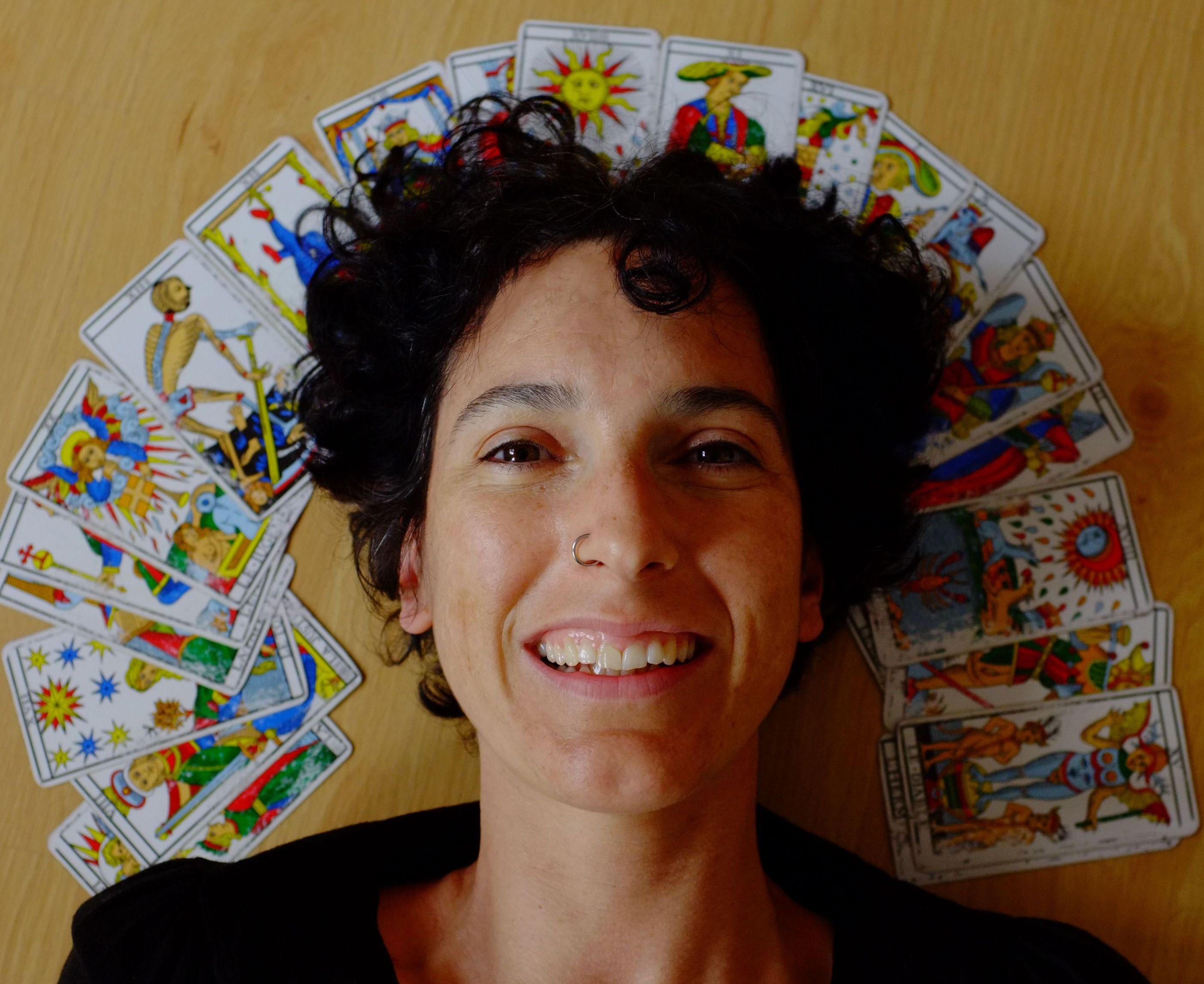 ¡Con el Tarot en el pensamiento y más allá! #marifranstarot #marifrans #tarot #tarotdemarsella #camoin #jodorowsky Marifrans Tarot #tarotconsciente #tarotevolutivo #amoElTarot #IloveTarot