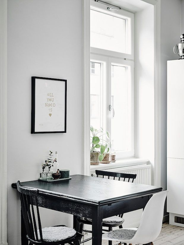 Black, white and grey dining area in the kitchen of a Swedish apartment. Anders Bergstedt. Entrance.
