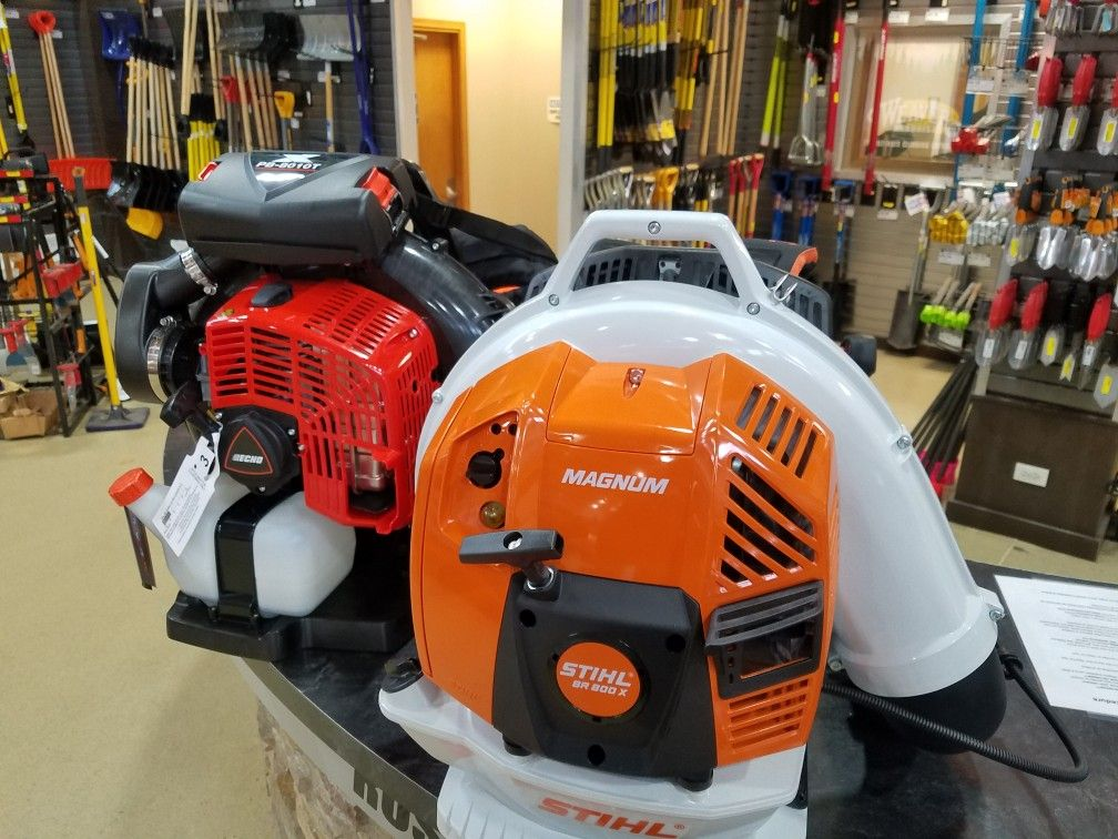 I Did A Side By Side Comparison With Jhlandscapinginc Of The Stihl Br800x And The Echo 8010 Big Thanks To Russopowe Stihl Backpack Blowers Cleaning Gutters