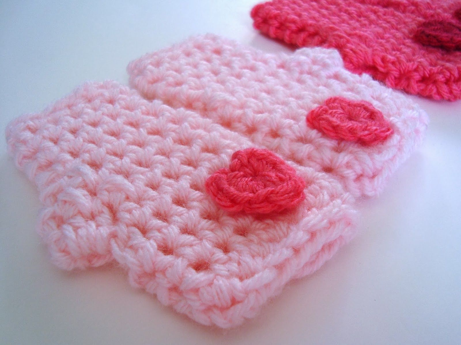 DIY Crochet Valentine Mitts... ♥ A free pattern available in three ...