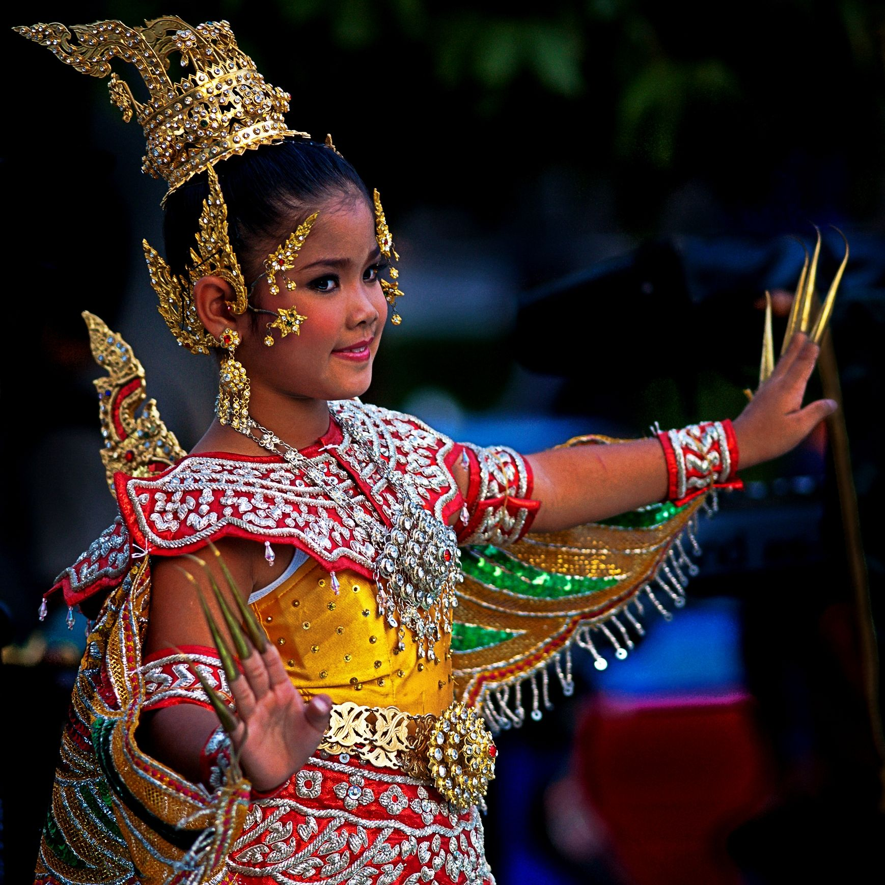 Teen beautiful thai dancer