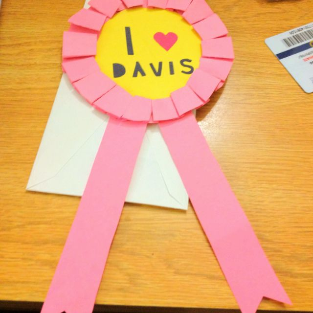 I made this construction paper ribbon for my friend @Kiara Smith for coming up to visit me at Davis. Easy way to make personalized ribbons.