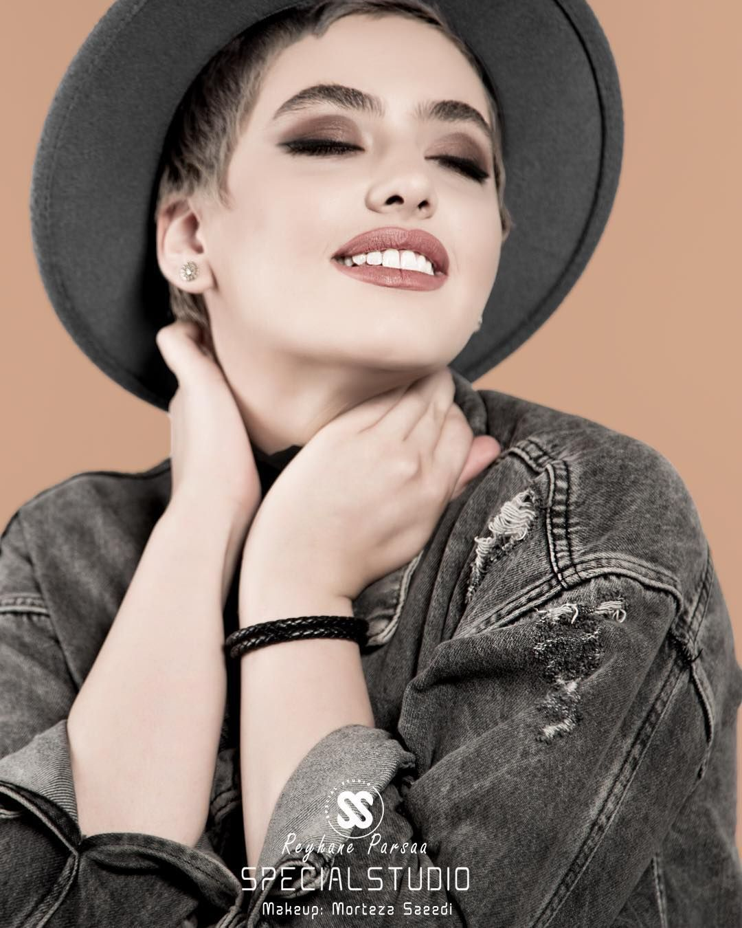تیپ و استایل جدید ریحانه پارسا با آستین کوتاه Persian Fashion Persian Beauties Iranian Girl