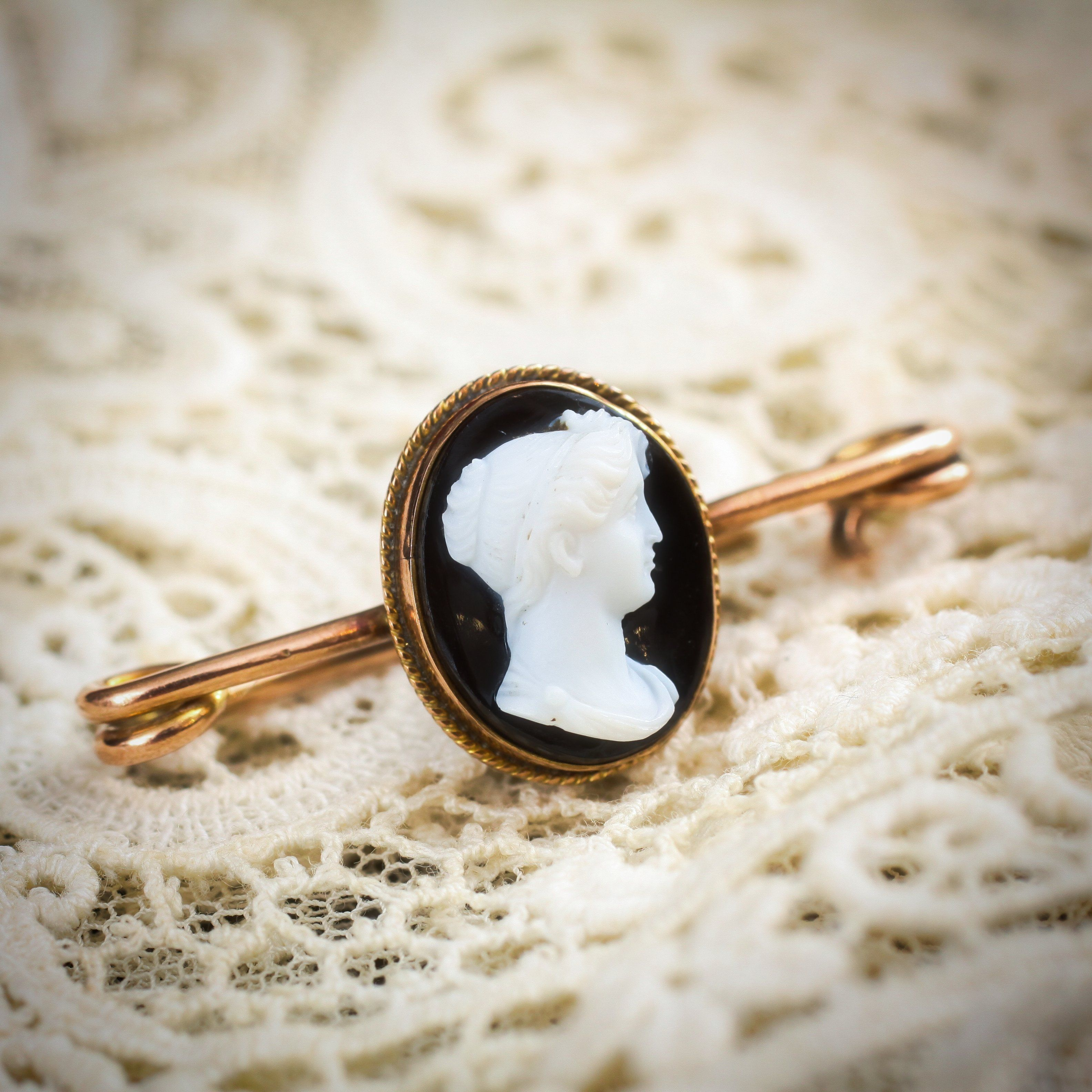 A refined antique victorian glass cameo pin brooch 23500