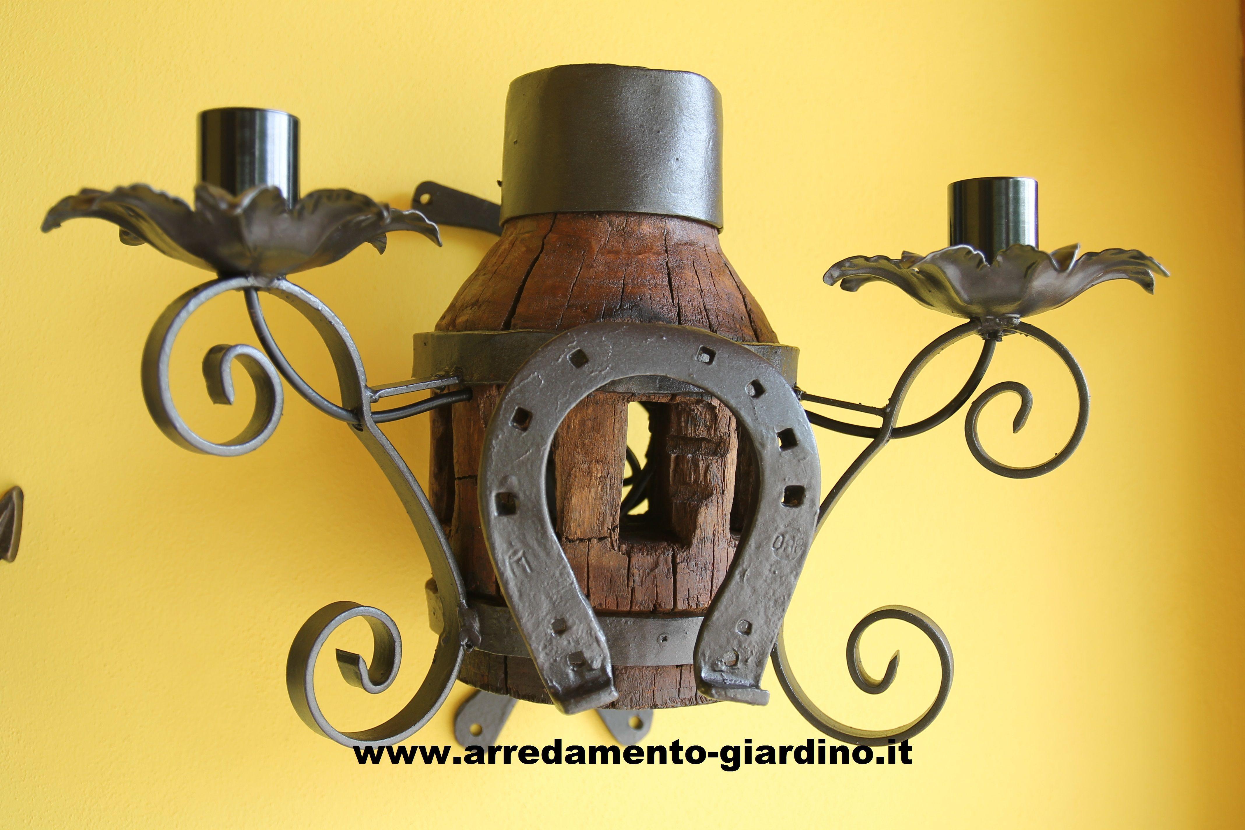 Aplique a due lampade realizzata con mozzo di ruota in legno