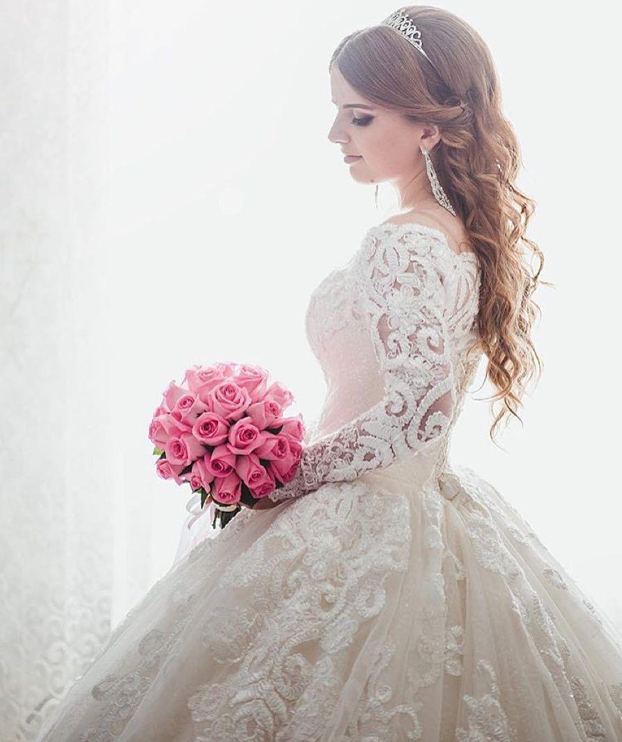 Lindíssima! O que acharam ?  #universodasnoivas #noiva #noivas #noivado #wedding #weddingday #casamento #casamentos #vestido #vestidos #voucasar #vestidodenoiva by ouniversodasnoivas