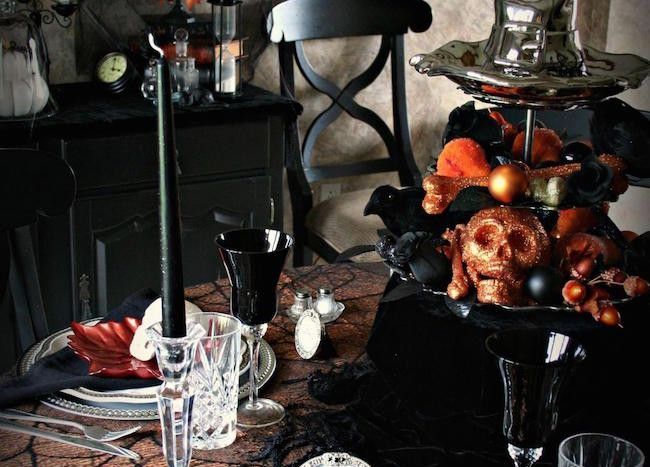 20 Halloween-Inspired Table Settings to Wow Your Dinner ...