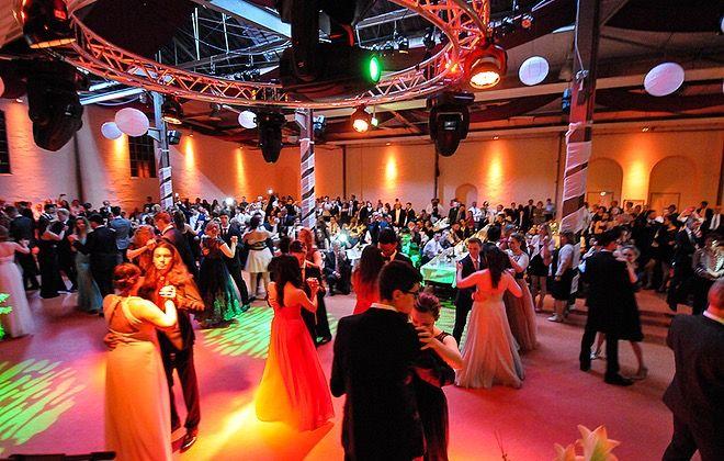 Die Alte Schlossfabrik Solingen Ist Eine Perfekte Location Fur Den Abiball Abiball Abschlussfeier Abschluss Abitur Abi Ball Abschlussfeier