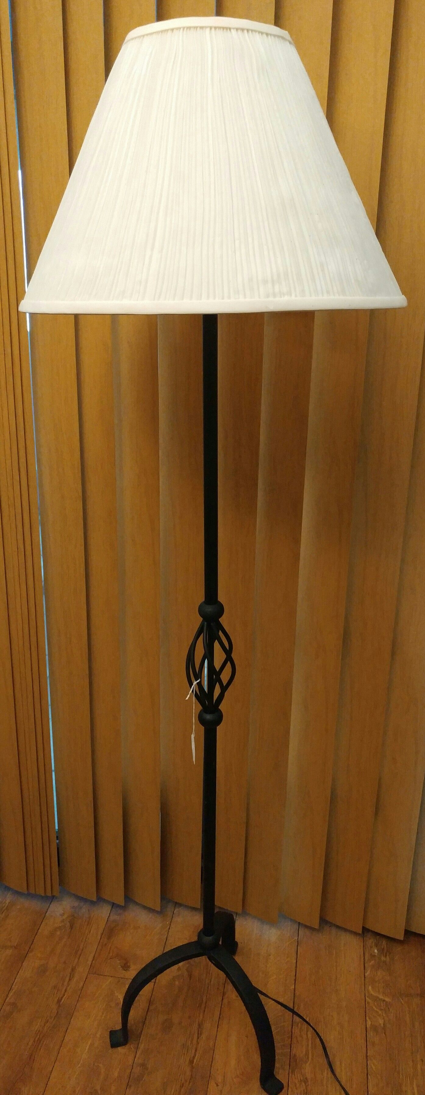 Floor Lamp with a metal base 3