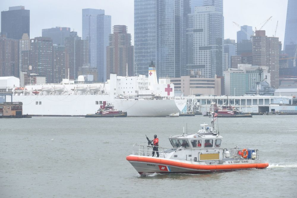 In Photos Usns Comfort Departs New York In 2020 Coast Guard Stations New York Harbor Yorktown