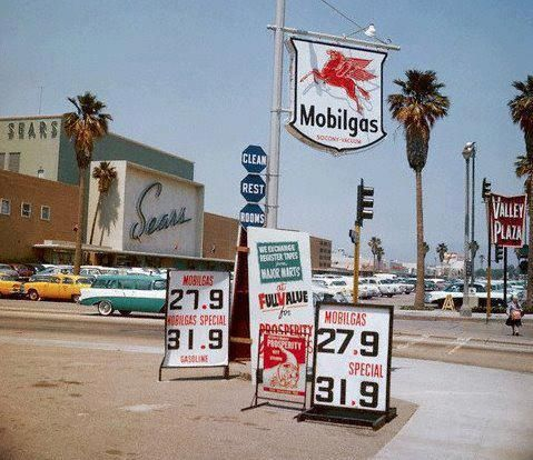 Remember When Low Gas Prices Volo Auto Museum Volo Il Www Volocars Com Old Gas Stations Gas Station California History