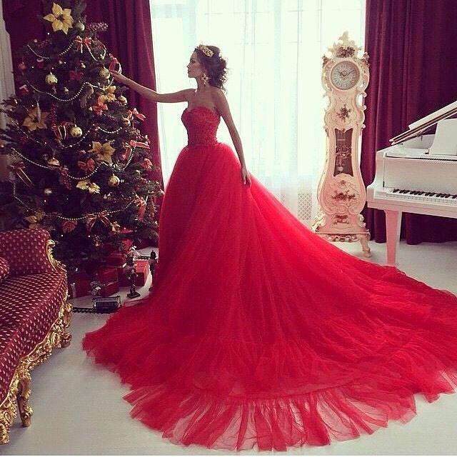 A Cɦɾiѕʈmas Celeɓɾɑʈion Red Wedding Dresses Red Prom Dress Prom Gowns Elegant
