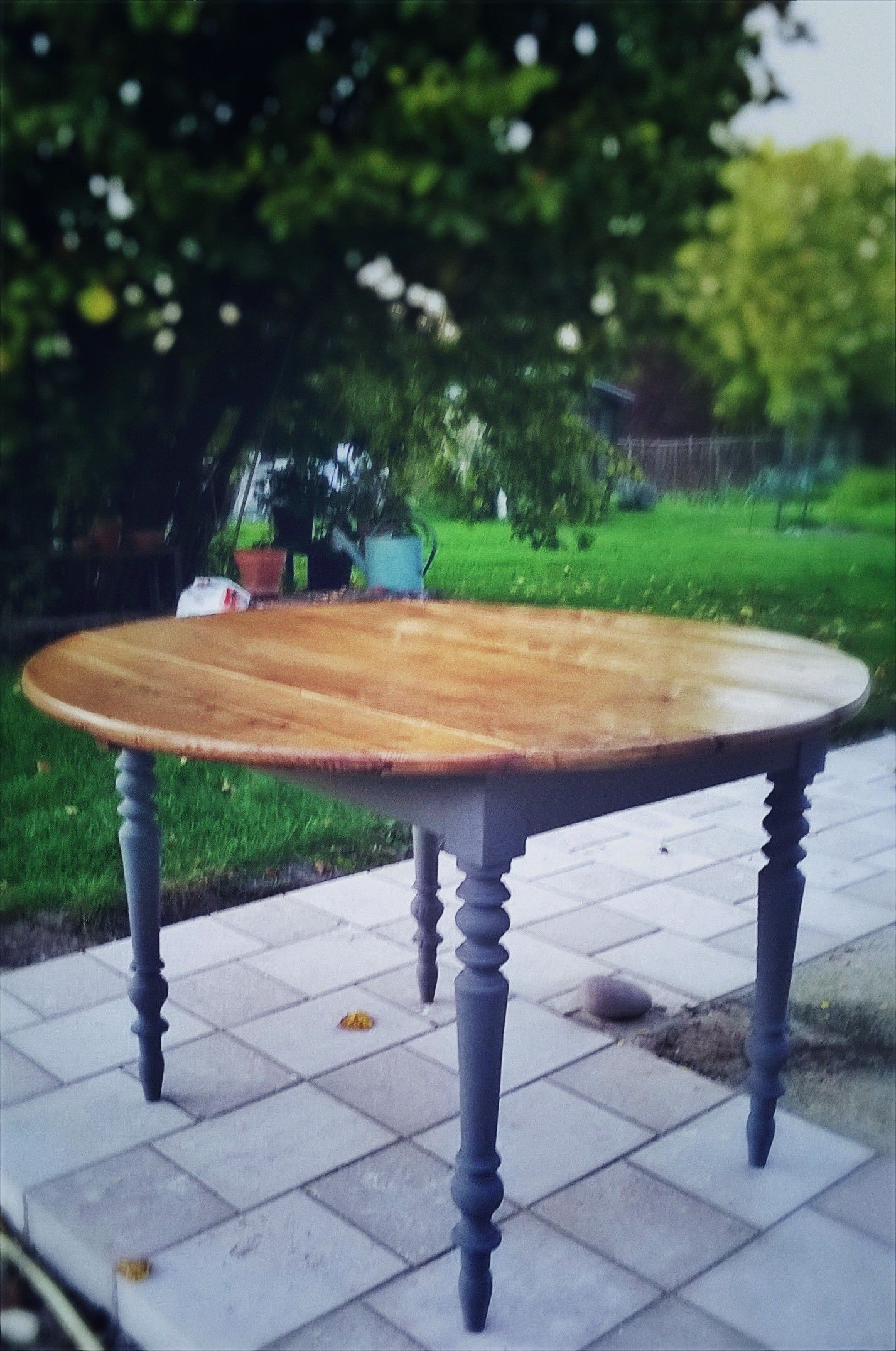 Table ronde refaite et peinte / Round table restored | Table ...