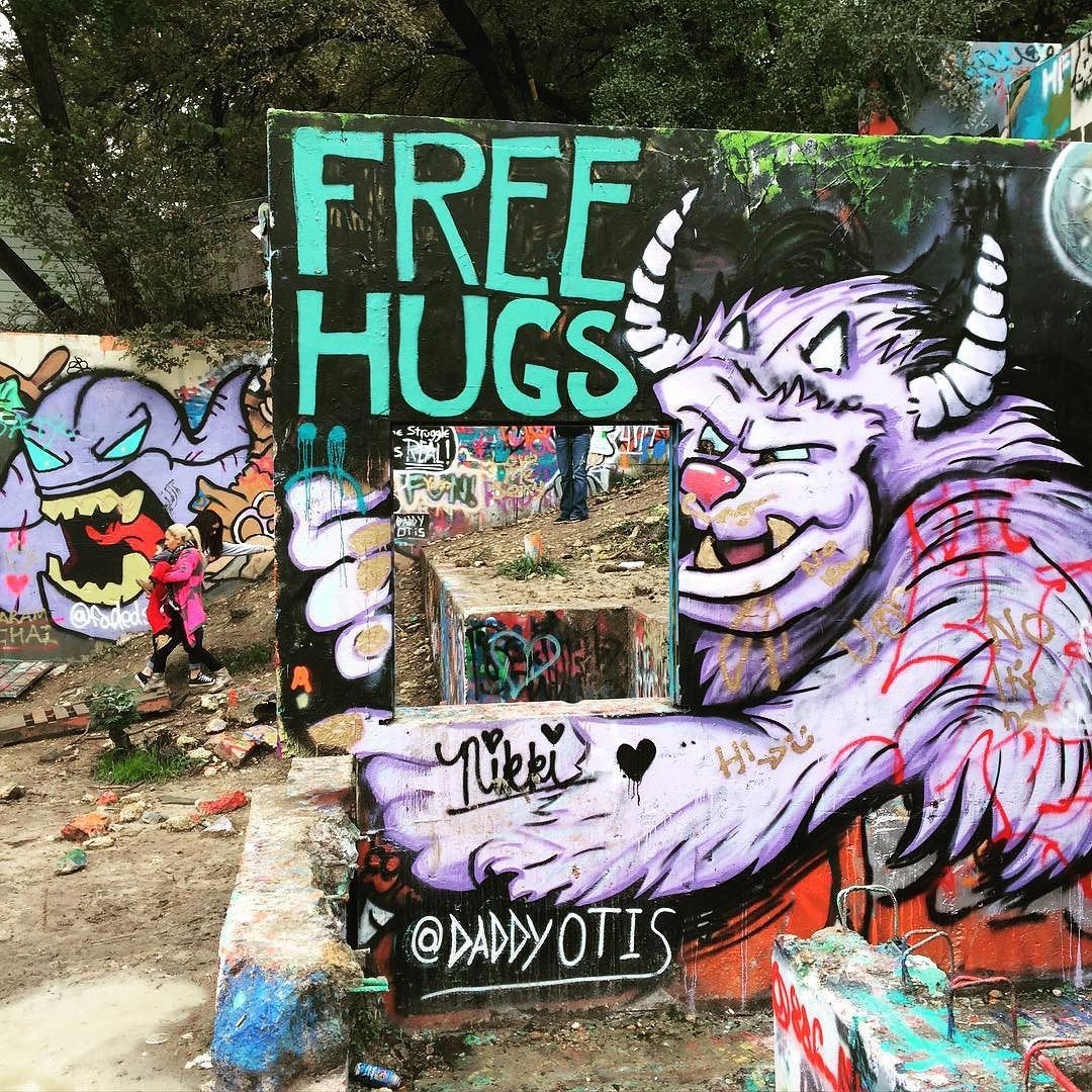 Free hugs! @daddyotis @hope_outdoor_gallery_hog by freefuninaustin