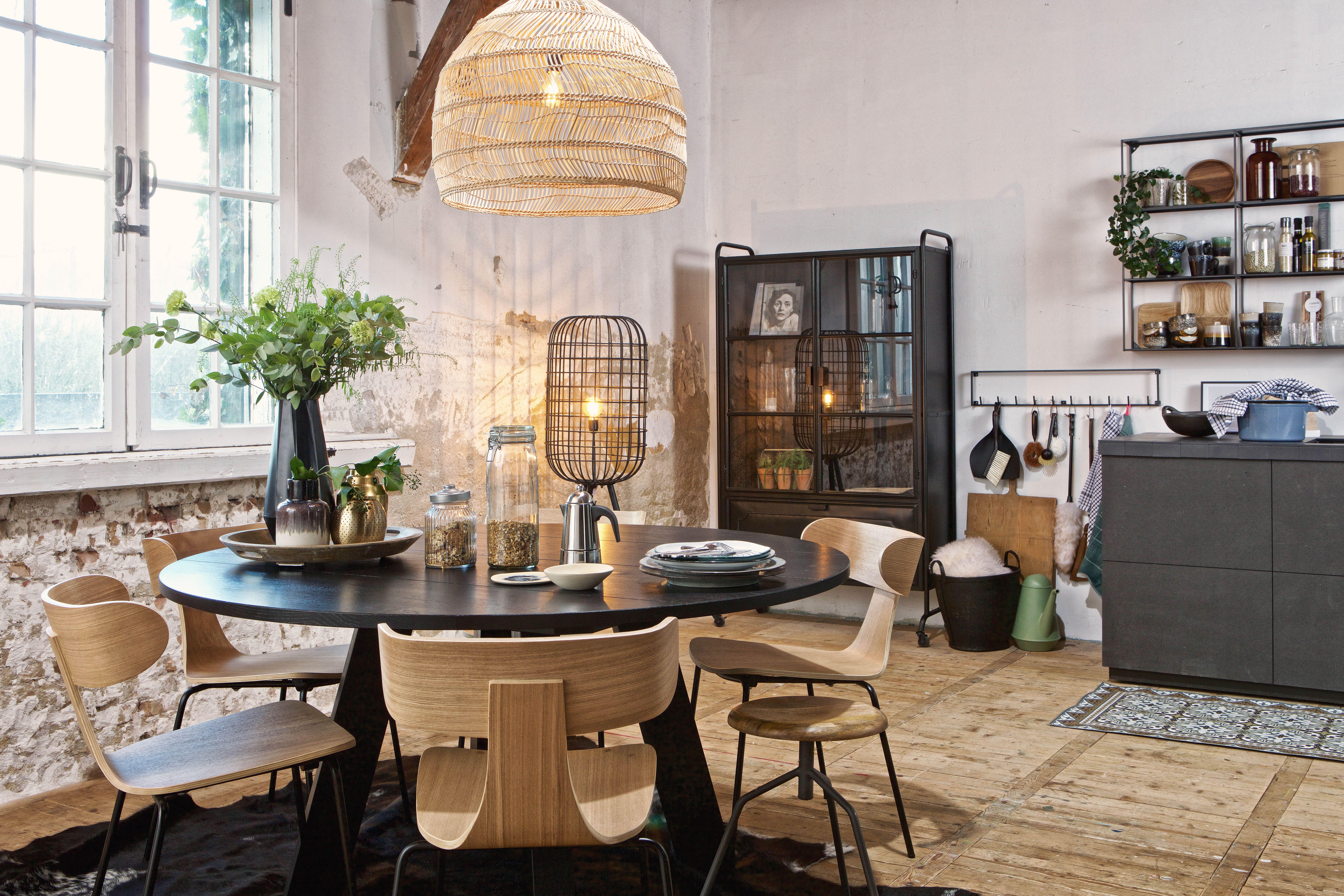 Inspiratie Sfeervolle Eetkamers : Sfeervolle eetkamer keuken met ronde rhonda tafel van woood en