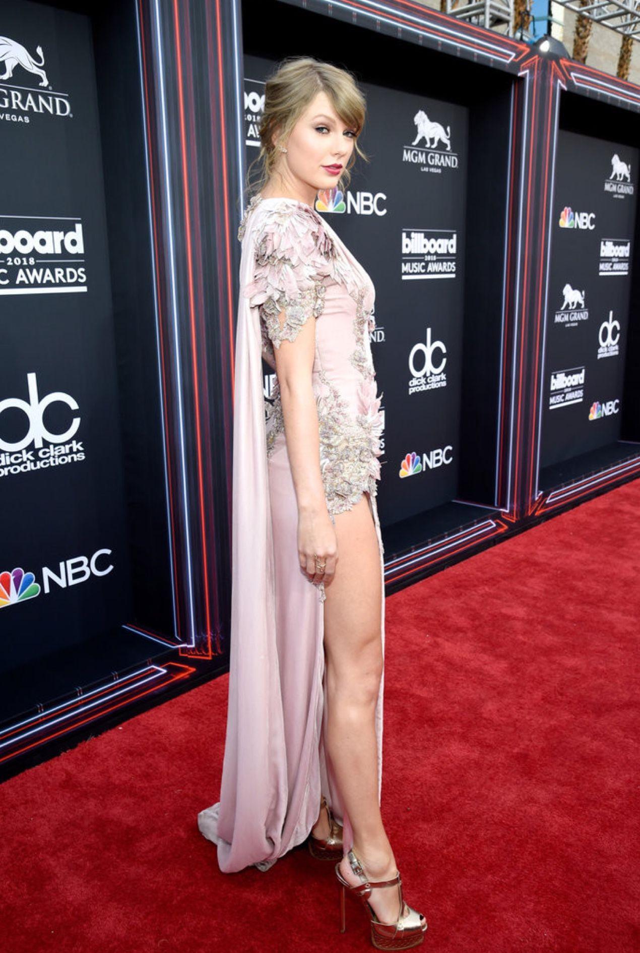 Taylor Swift   Balmain dress, Versace dress, Taylor swift