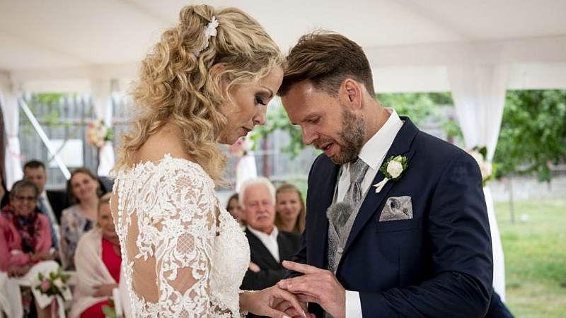 Hochzeit Auf Den Ersten Blick Liebes Aus Bei Cindy Und Alex Hochzeit Auf Den Ersten Blick Kleid Hochzeit Hochzeit