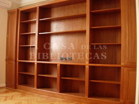 Biblioteca en madera con puertas molduras clasicas para tv closet in 2019 furniture decor - Molduras para puertas ...