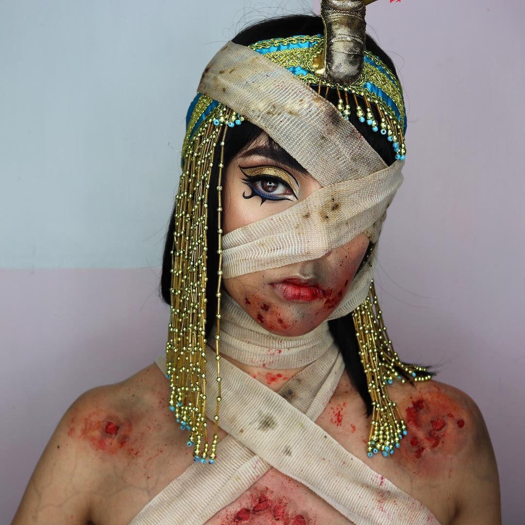 DIY Cleopatra Halloween Costume Idea