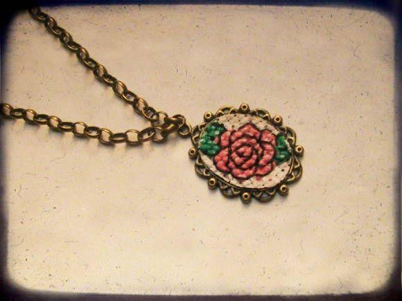 Armario Escritorio Plegable ~ Colar Vintage Bordado Ponto Cruz Rose Moldura vintage, Ouro velho e Ponto cruz rosa