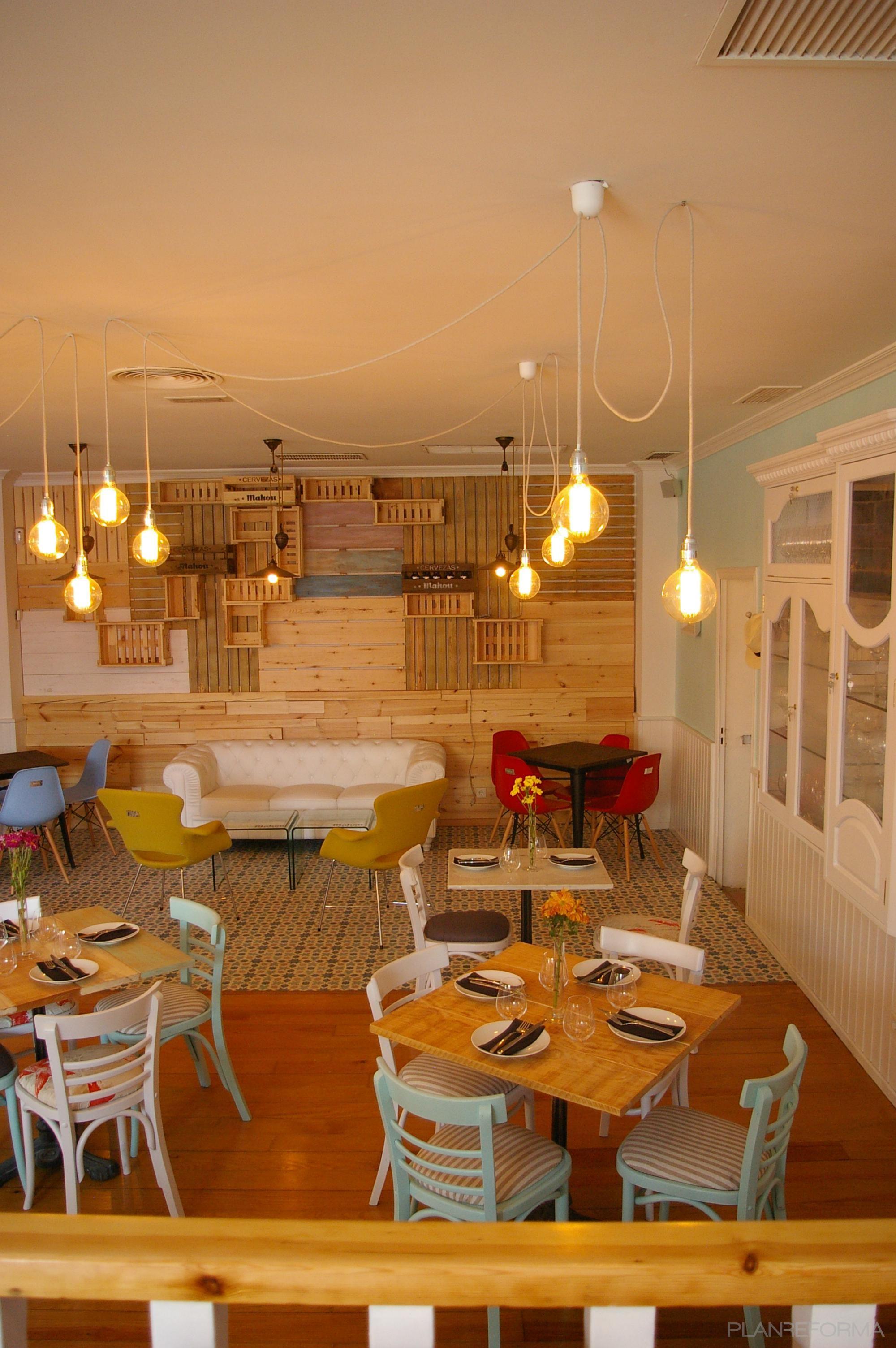 Comedor, Restaurante Estilo eclectico Color rojo, amarillo, azul ...