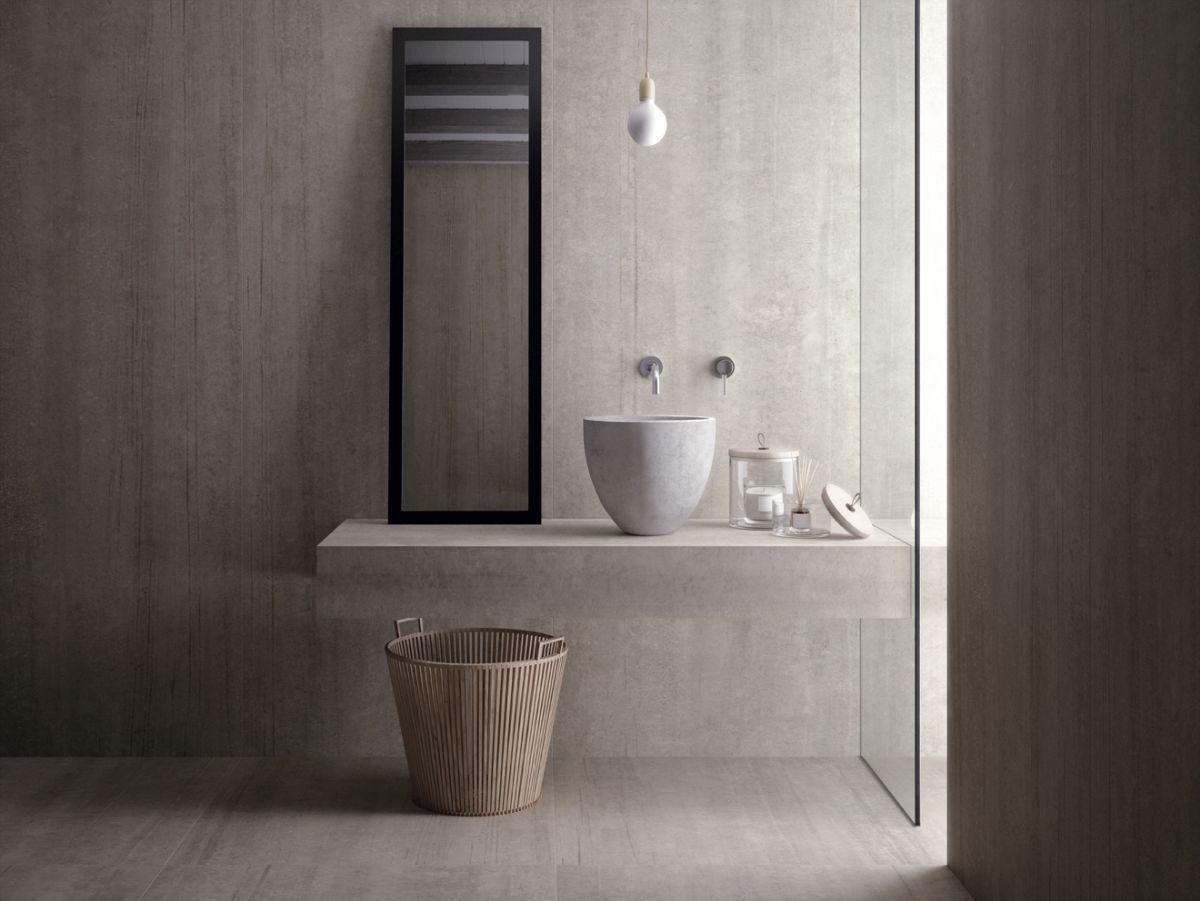 Ein Schlichtes Baddesign Zum Wohlfuhlen Mit Fliesen In Betonoptik Von Kruger Hannover Mit Bildern Badezimmerideen Minimalistisches Badezimmer Badezimmer Design
