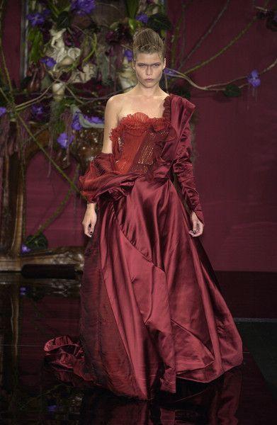 Givenchy at Couture Fall 2003 - Runway Photos