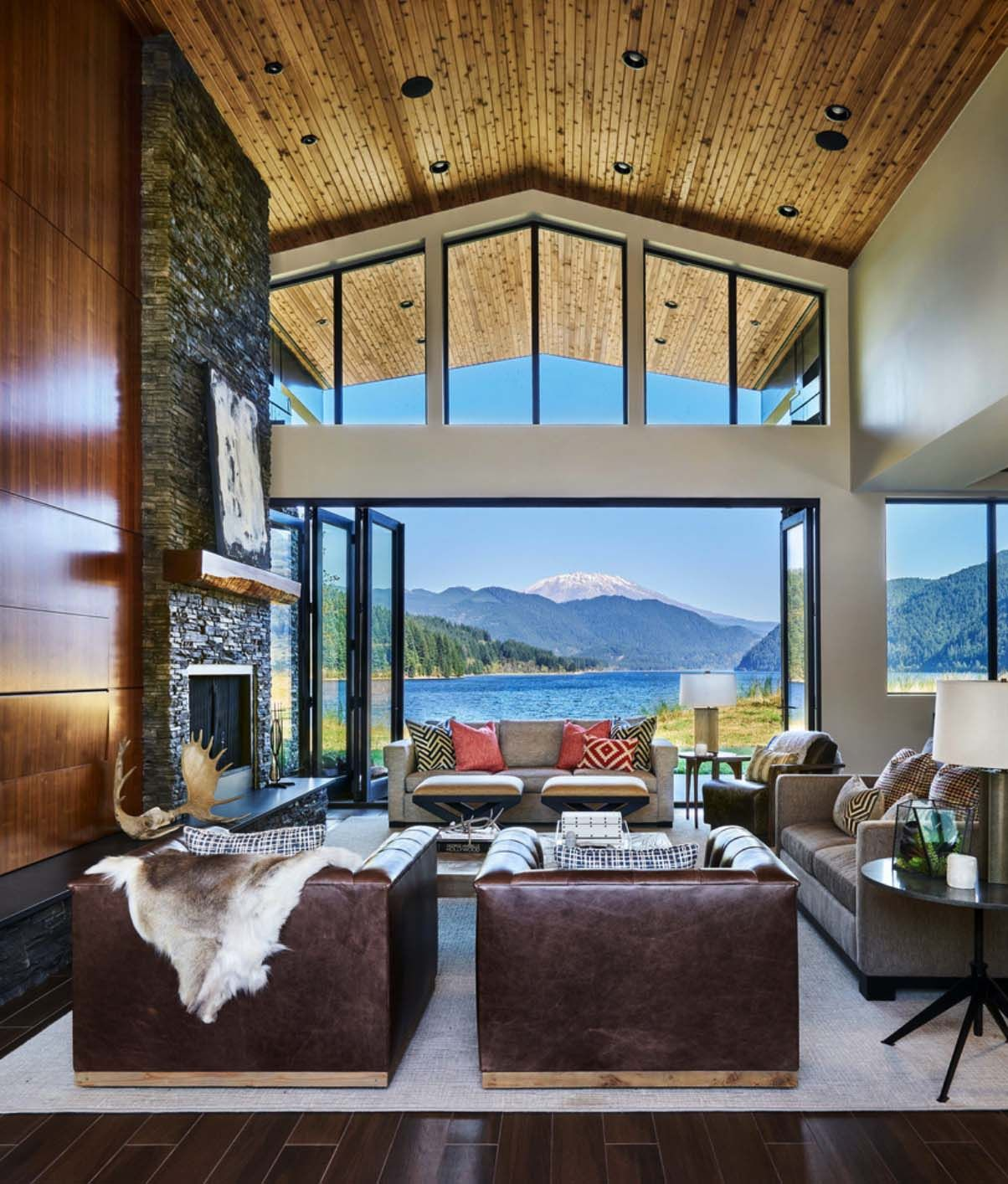 Contemporary lake house in Oregon boasts views of Mount St. Helens images
