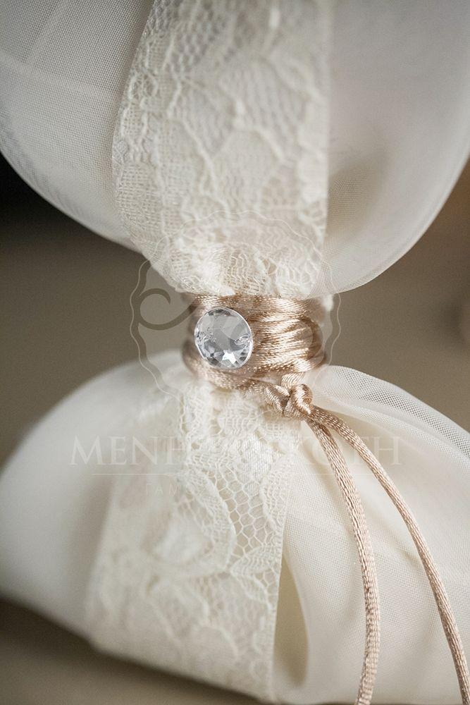 4fa142709b56 Μπομπονιέρα γάμου μαντήλι με δαντέλα και strass