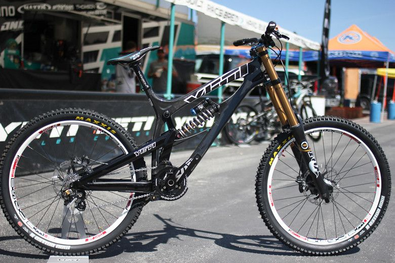 Yeti 303 World Cup Carbon DH | Bikes by Avi Belkin | Pinterest | MTB ...