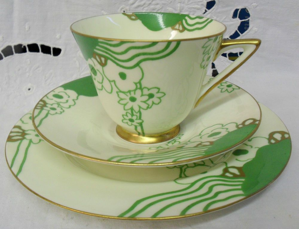 Doulton deco: Glamis tea trio, V1312, c1935 (8). Abstract floral design in green with gold gilt highlights and trim. On my wishlist!