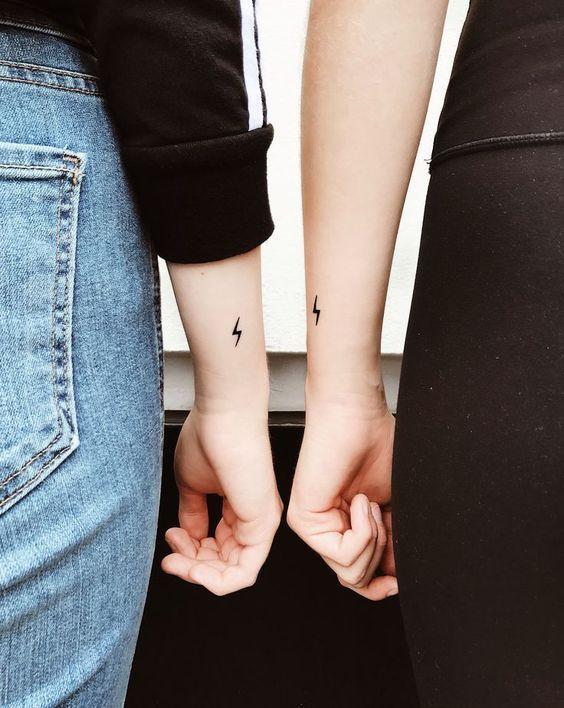Matching small tattoos – #Bestfriendtattoos #Fatherdaughtertattoos #Friendshipt …  #tattoedgirl - tattoed girl