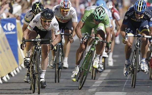97a70d5ac Final push  Cavendish races to the line on the Champs-Élysées