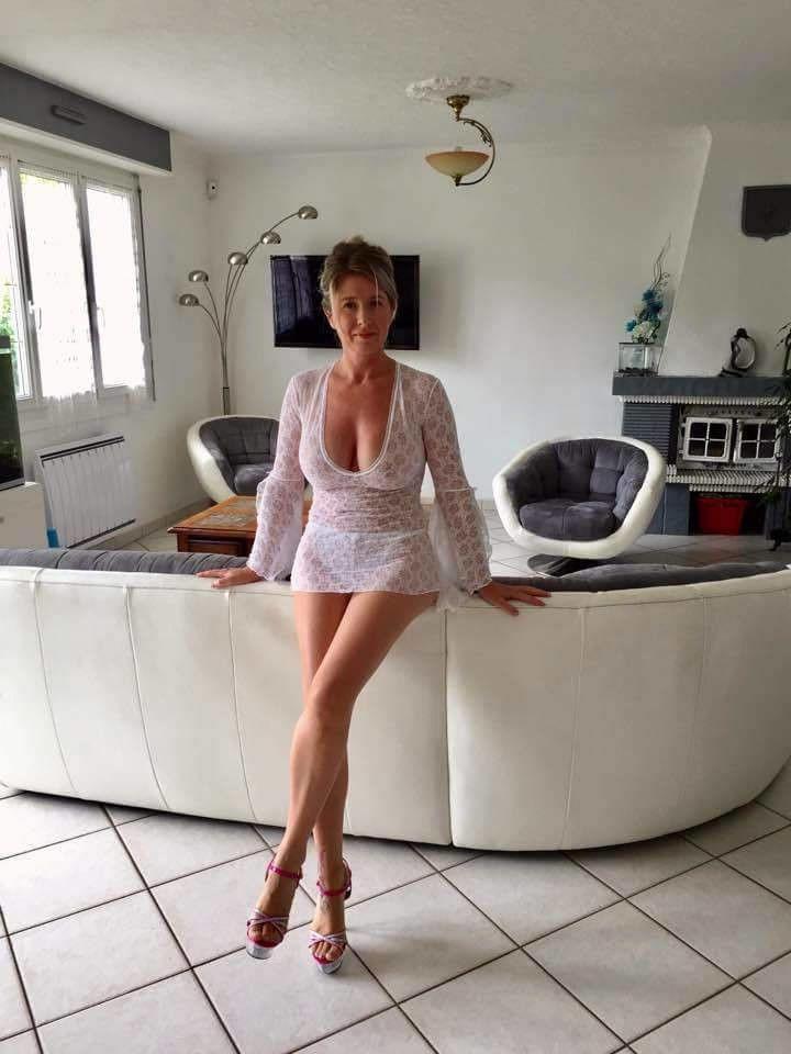 Sexy Jodie mature plano