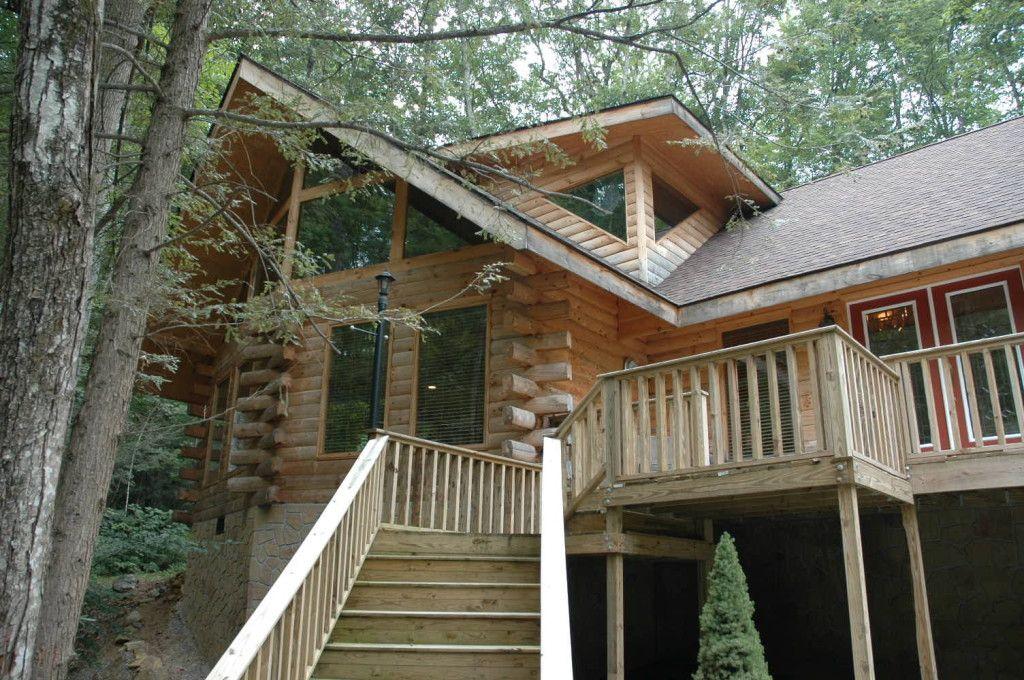 Lake Lanier Cabin Rentals Fun For The Entire Family Http Www Cabinrentalstips Com Lake Lanier Cabin Ren Vacation Home Rentals Vacation Home Cabin Rentals