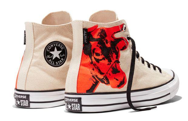 Andy Warhol mais uma vez colore os tênis All Star da Converse ... 9aad49206e