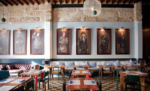 Patron Lunares, Palma Zien en gezien worden. Fantastisch restaurant. Echt een dikke vette aanrader. Ze hebben heerlijke verse vis. Aanrader: diverse voorgerechten delen. Schilderijen aan de muur zijn van de eigenaar. Akoestiek is soms wat slecht.