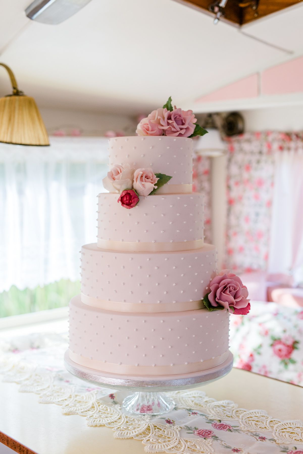 Hochzeitstorte Vierstockig Mit Rosen Aus Zucker Hochzeitstorte