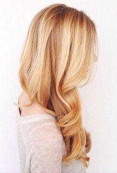 Color de cabello rubio fresa claro