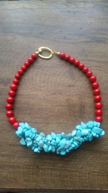 Hermosas collar de piedras preciosas lava y corales