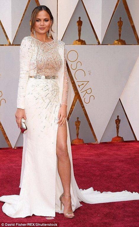 Oscars 2017: Stars sparkle on the red carpet | Covergirl, Oscars ...