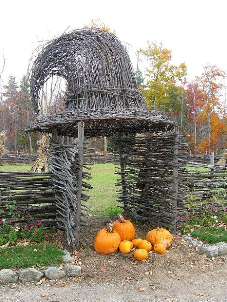 Witch hat arbor - Awesome Halloween Home Decorating Ideas