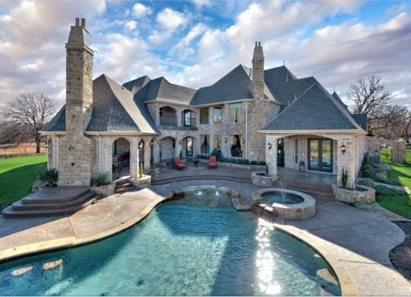 Dream house jacuzzi pool amazing backyard dream for Amazing dream houses