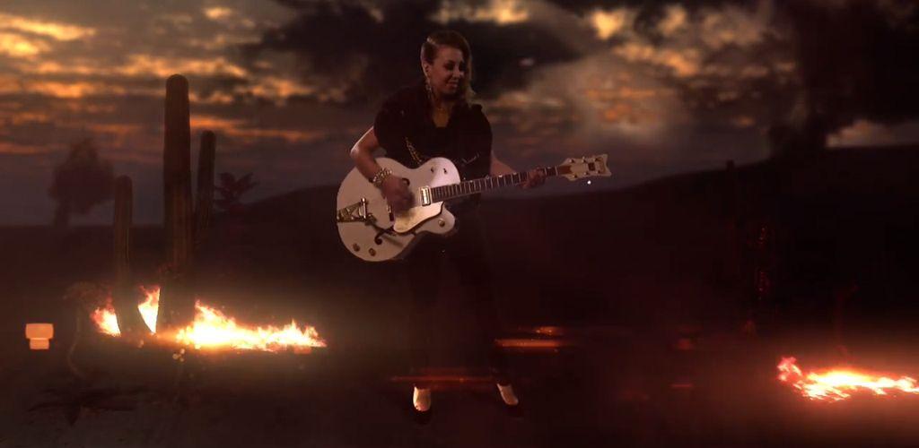 Honors Angeles Chords Sets Ablaze In The Tuscan Like Desert Kaleb