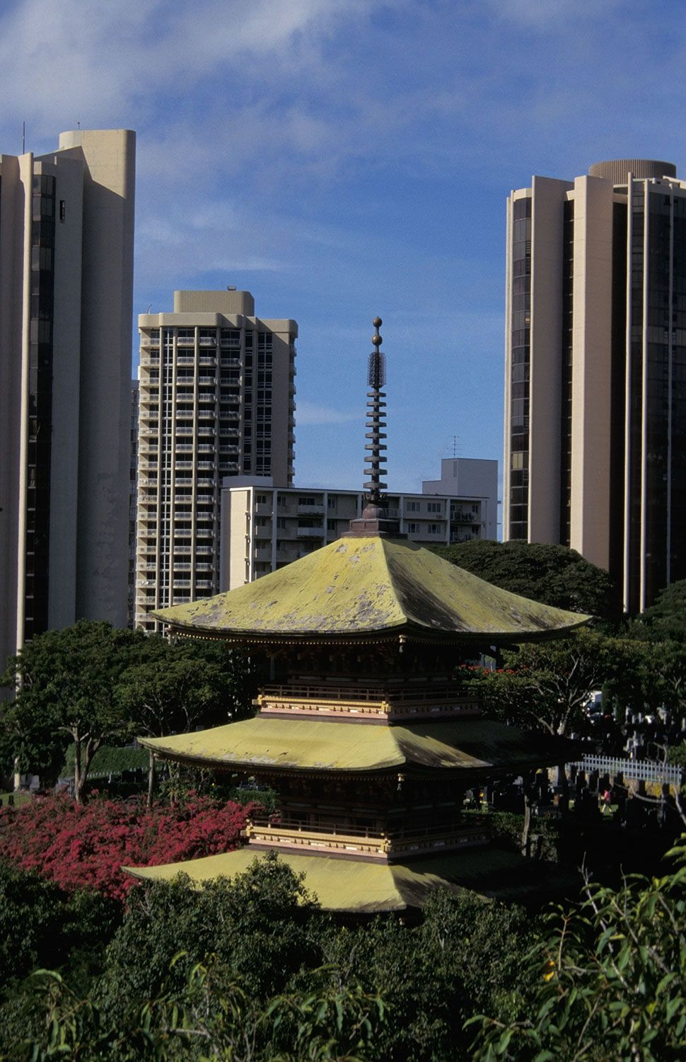 Shinto Shrine - Honolulu, Hawaii | 22 Majestic Old Buildings Completely Dominating Modern Skylines
