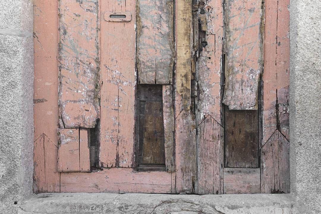 """""""Cómo hacerte saber... Que las heridas se cierran. Que las puertas no deben cerrarse. Que la mayor puerta es el afecto. Que los afectos nos definen.  Que definirse no es remar contra la corriente. Que no cuanto más fuerte se hace el trazo más se dibuja. Que buscar un equilibrio no implica ser tibio. Que negar palabras implica abrir distancias. Que encontrarse es muy hermoso"""". Benedetti 📷  #porto #oporto #portugal #super_porto_ #super_portugal #portugal_alive #portugal_de_sonho…"""